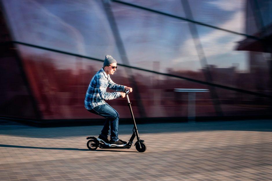 Mit dem E-Scooter durch die Stadt flitzen
